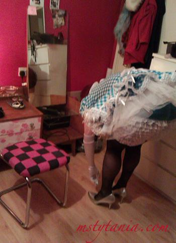 maid-in-boudoir-13