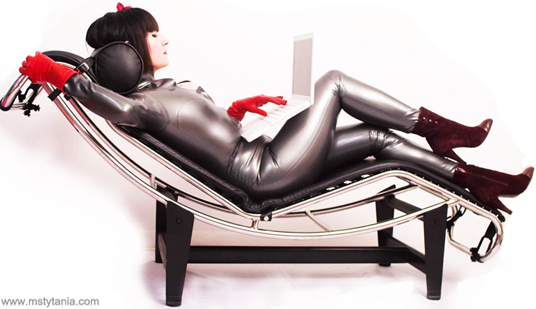 tytania_lounging_22-22