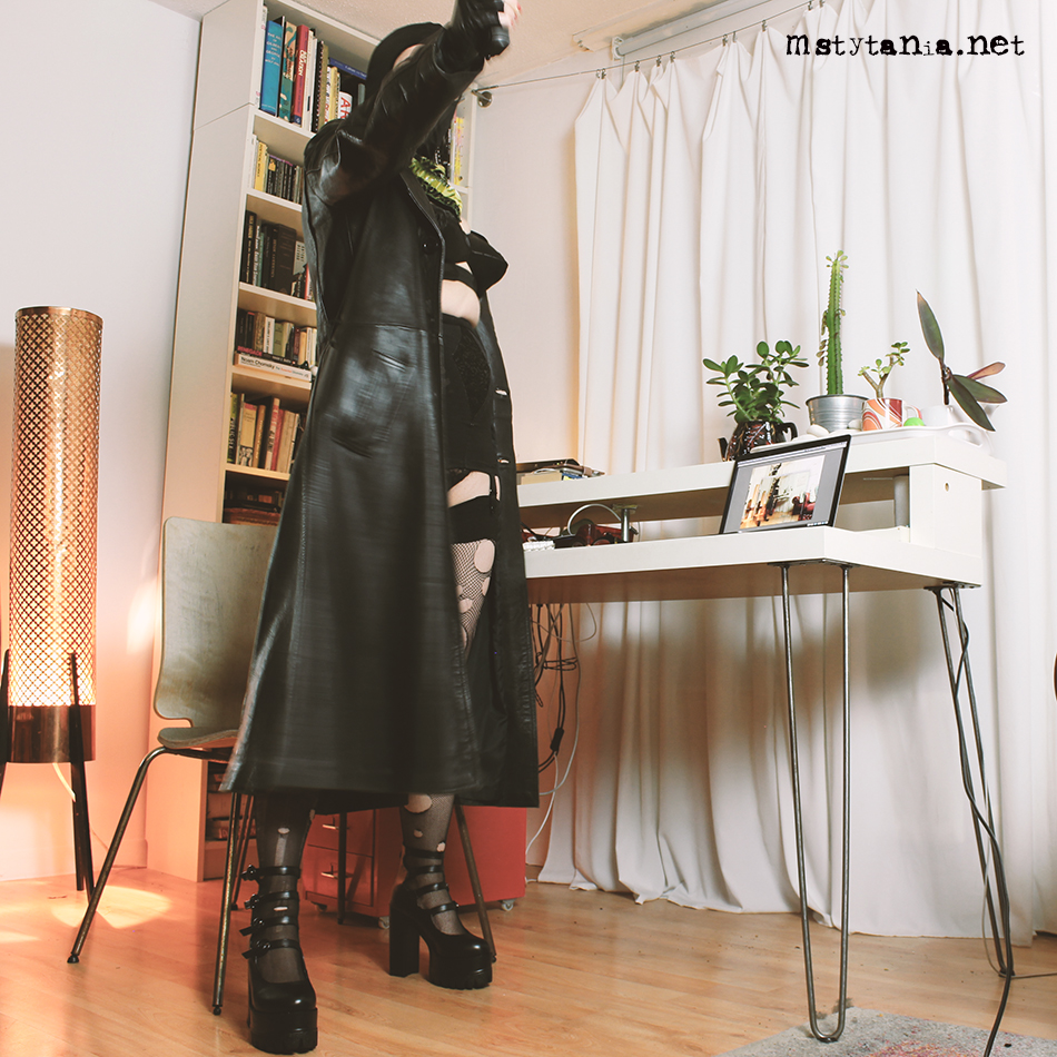 PUNK LEATHER MISTRESS