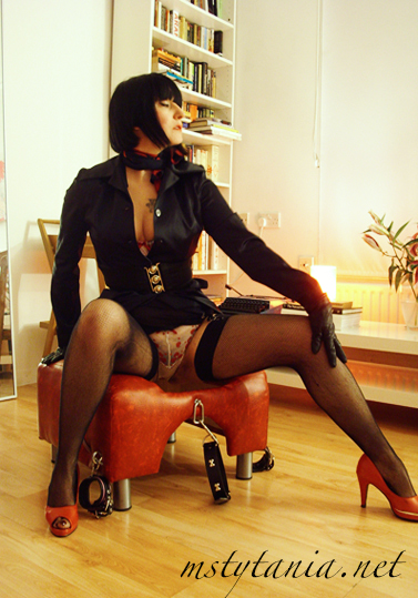 facesitting queening stool